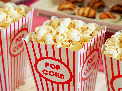 blog.benq-latam.com-mx-tips-para-armar-tu-propio-cine-en-casa-popcorn